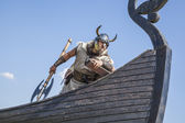 Strong Viking on his ship looking to beach — Stock Photo