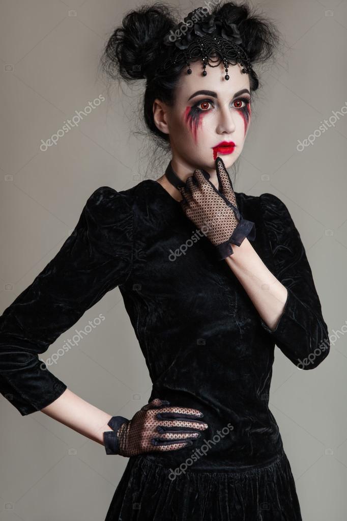 junge sch ne gotische frau mit wei er haut und roten lippen halloween make up stockfoto 86339062. Black Bedroom Furniture Sets. Home Design Ideas