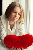 Beautiful girl is sad, sadness due the guy, keep heart — Stock Photo