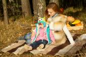 Picnic, the mother and daughter resting in autumn — Stock Photo