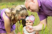 Family exploring the world around — Stock Photo