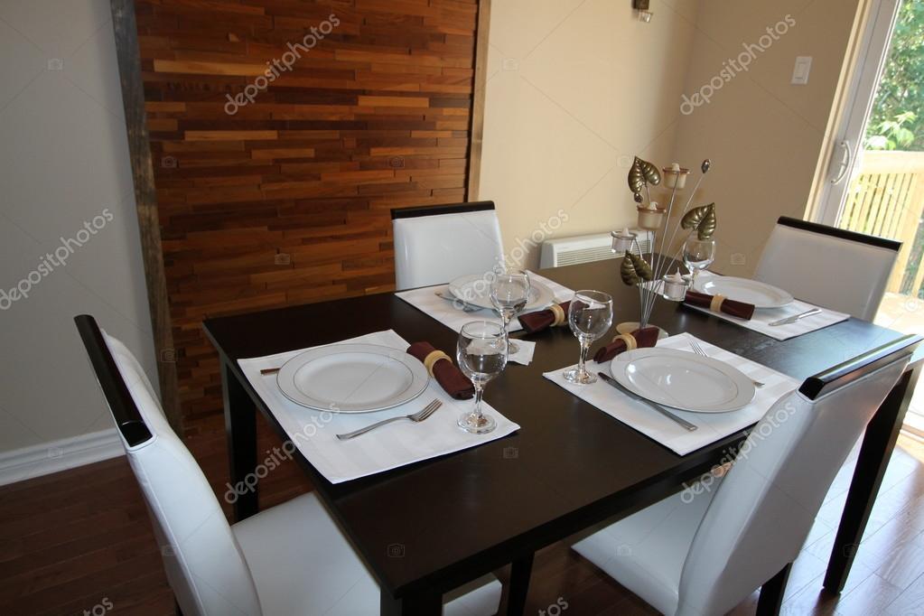 Tavolo Da Pranzo Con Sedie In Pelle Foto Stock