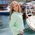 Young adult lady enjoying summer travel — Stock Photo #75507627