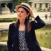 Stylish Parisian woman poses on a photoshoot — Stock Photo