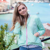 Young adult lady enjoying summer travel — Stock Photo