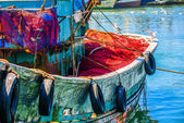 Colorful fishing boat with seagulls sitting on the sideboard — Stock Photo