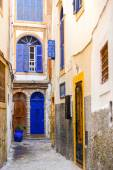 Narrow traditional street with buildings with colorful doors and windows — Stock Photo