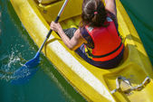 Closeup to a young girl canoeing — Stockfoto