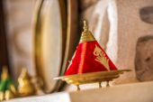 Closeup to an oriental style red ashtray — ストック写真