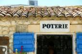 Ceramic art at pottery shop — Stock Photo