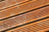 Holzböden neben dem pool — Stockfoto