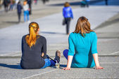 Two girls chilling out on the ground — Stock Photo