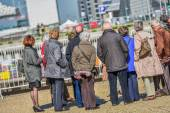 A large group of elderly tourists listening to the guide — Stock Photo