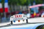Parisian taxi in the city — Stock Photo