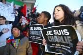 Paris - France le 8 janvier 2015 : manifestation pacifique à la Place de la République — Photo