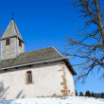 Beautiful small church set among the snow — Stock Photo #66073283