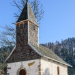 Beautiful small church set among the snow — Stock Photo #66073319