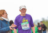PARIS, FRANCE - APRIL  06 : old marathon runner finishing line at Paris International Marathon on April 06, 2014 in Paris, France — Stock Photo