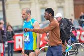 PARIS, FRANCE - APRIL  06 : men isolated at Paris International Marathon on April 06, 2014 in Paris, France — Стоковое фото