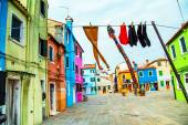 Colorful houses in Burano with the laundry drying on a wire — Stock Photo