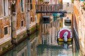Romantic narrow canal in center of Venice. — Stock Photo