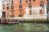 VENICE, ITALY - MAR 18 - boats and beautiful buildings on Canal Grande on Mars 18, 2015 in Venice, Italy.  — Stock Photo