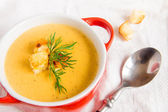 Lentil cream soup with croutons — Stock Photo