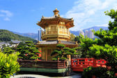 Golden pavilion of absolute perfection in Nan Lian Garden in Chi — Stock Photo