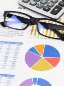 Marketing report pie with chart graph analysis — Stockfoto