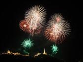 Fogo de artifício sobre o Palácio de khao wang, petchaburi, Tailândia — Fotografia Stock