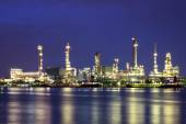 Oil refinery at twilight with reflection — Stockfoto