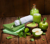 Spa products of green and towls — Stock Photo