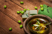 SPA concept:olive oil and green olives — Stock Photo