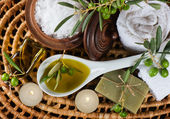 Spa and wellness setting with olive fruits, oil and salt. Top v — Stock Photo