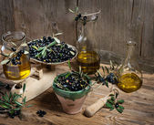Balance scale  fresh olives and olive oil — Stock Photo