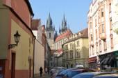 Stupartska Street toward Tyn Church in Prague, Czech Republic. — Stock Photo