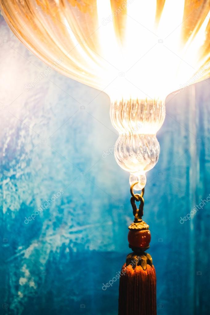 Lantaarn in Marokko stijl in woonkamer — Stockfoto © mrsiraphol ...
