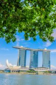 SINGAPORE-JUNE 24: The Marina Bay Sands Resort Hotel in Singapor — Стоковое фото