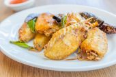 Asas de frango frito — Foto Stock