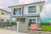 дом продан — Стоковое фото