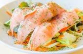 烟熏三文鱼沙拉 — 图库照片
