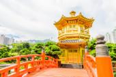 Gold Chinese pavilion at the park of Hong Kong  — Stock Photo