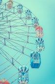 Ferris wheel over blue sky — Stock Photo