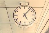 Relógio redondo branco — Fotografia Stock