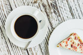 Cranberry cake and coffee cup — Stockfoto