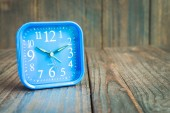 Clock on wood background — Stock Photo