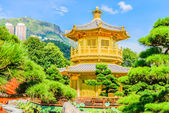 Gold Chinese pavilion at the park of Hong Kong — Stock Photo