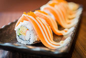 Salmon sushi roll maki — 图库照片