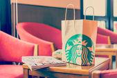 Starbucks paper bag — Stockfoto