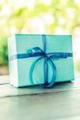 Kurdele ile hediye kutusu — Stok fotoğraf